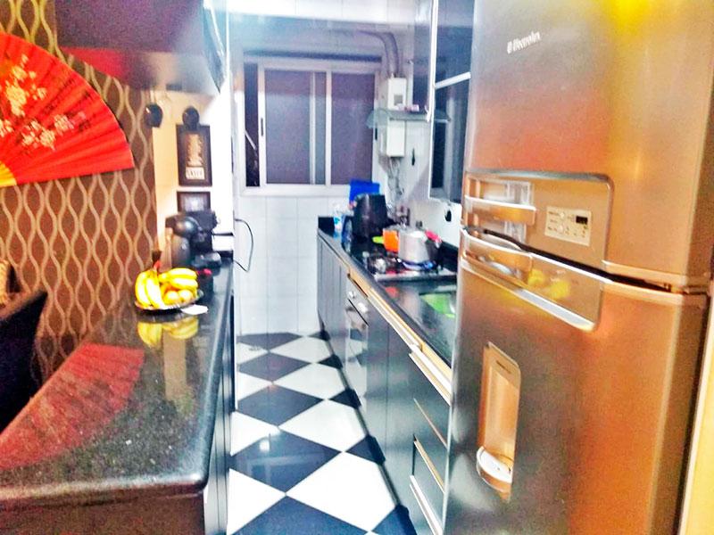 Sacomã, Cobertura-Cozinha americana com piso de porcelanato, armários planejados, gabinete, cooktop, pia de granito e aquecedor de passagem.