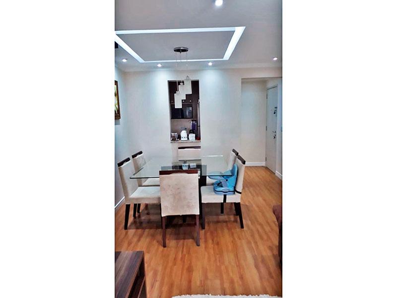 Sacomã, Apartamento Padrão-Sala com piso laminado, teto com sanca de gesso, iluminação embutida e acesso a varada gourmet.
