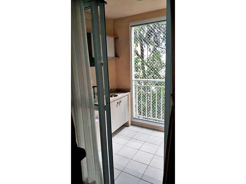 Sacomã, Apartamento Padrão-Varanda gourmet com piso de cerâmica, gabinete, pia de granito, churrasqueira, fechamento de vidro e tela de proteção.