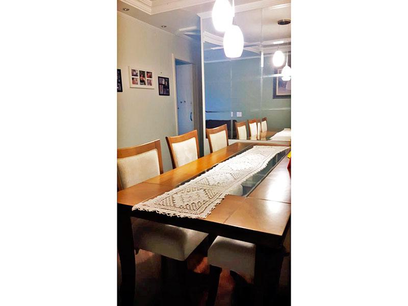 Ipiranga, Apartamento Padrão-Sala em L com piso de carpete de madeira, teto com sanca de gesso, iluminação embutida e acesso a avaranda.
