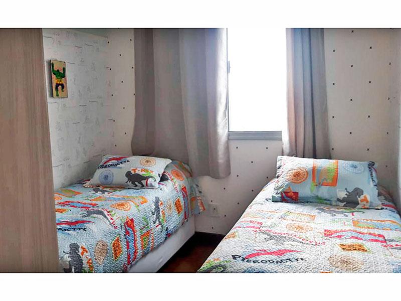 Ipiranga, Apartamento Padrão-2º Quarto com piso de carpete de madeira, teto com sanca e armários planejados.