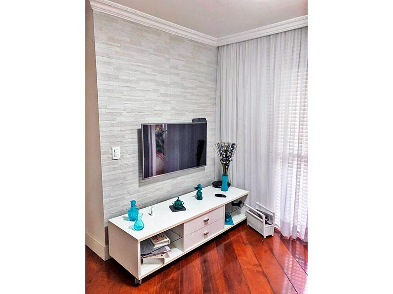 Ipiranga, Apartamento Padrão - Sala com piso de madeira, teto com sanca de gesso e acesso a varanda.