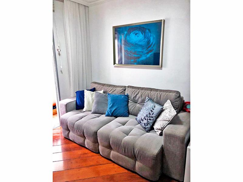 Ipiranga, Apartamento Padrão-Sala com piso de madeira, teto com sanca de gesso e acesso a varanda.