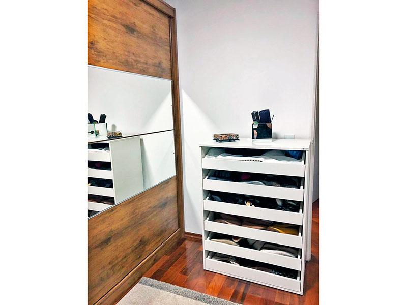 Ipiranga, Apartamento Padrão-2º Quarto com piso de tacão e teto com moldura de gesso.