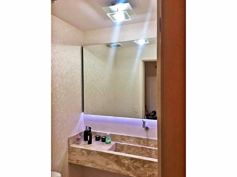 Ipiranga, Apartamento Padrão-Lavabo com piso de cerâmica e pia de granito.