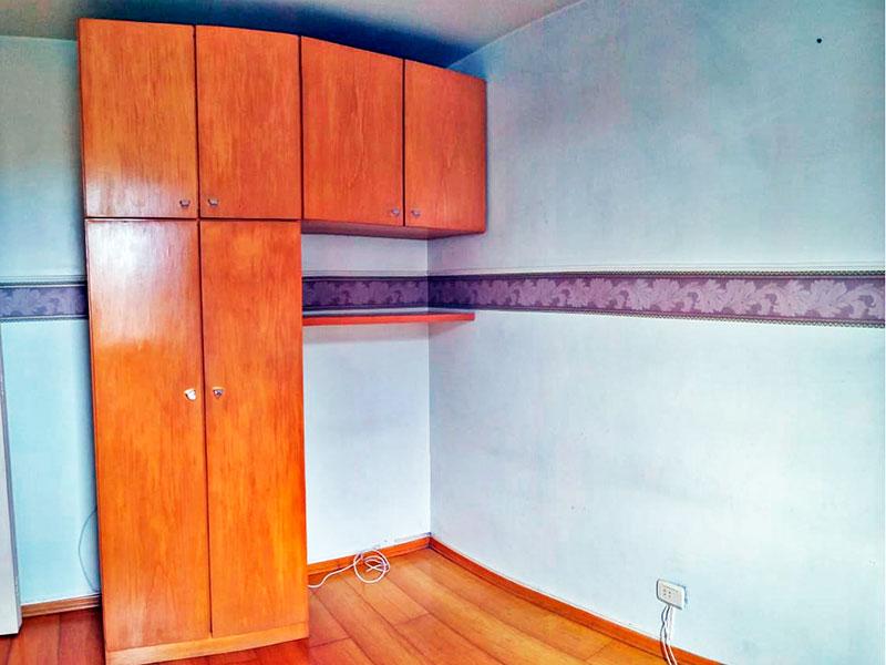 Jabaquara, Apartamento Padrão-2º Quarto com piso de carpete de madeira e armários planejados.