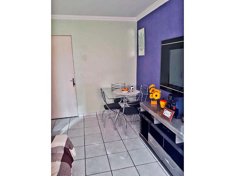 Ipiranga, Apartamento Padrão-Sala com piso de cerâmica e teto com moldura de gesso.