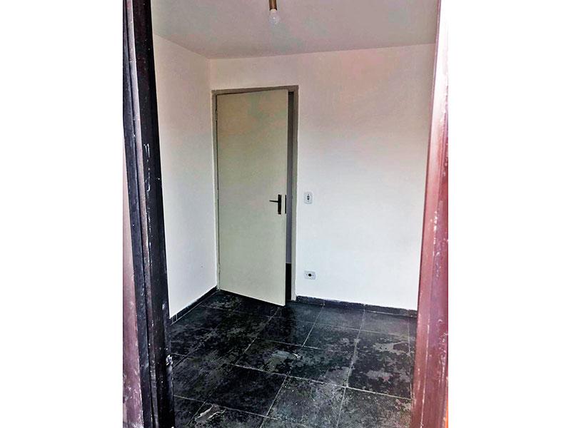 Ipiranga, Apartamento Padrão-1º Quarto com piso de cerâmica e acesso a varanda.