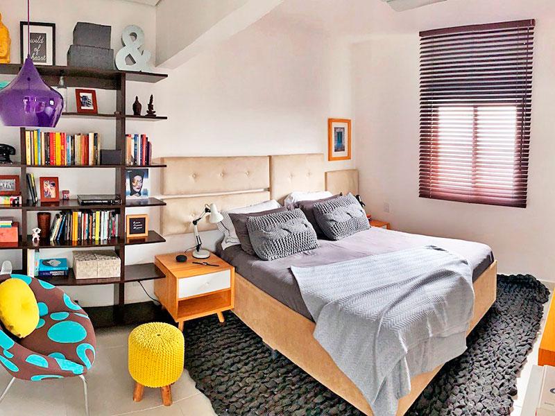 Ipiranga, Apartamento Padrão-1ª Suíte ampliada (com a 3ª suíte), com piso de cerâmica, teto com sanca, armários planejados e dois banheiros.