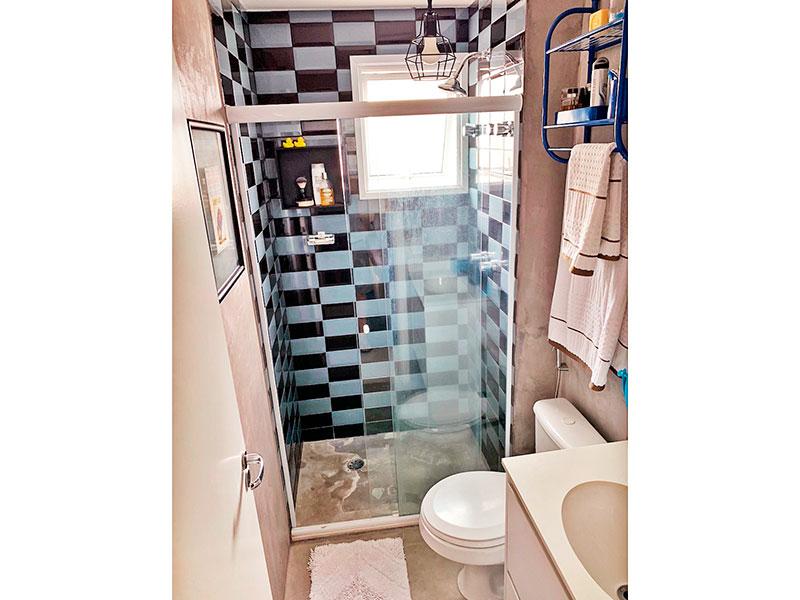 Ipiranga, Apartamento Padrão-1º Banheiro da 1ª suíte com piso de cerâmica, gabinete, pia de granito e box de vidro.