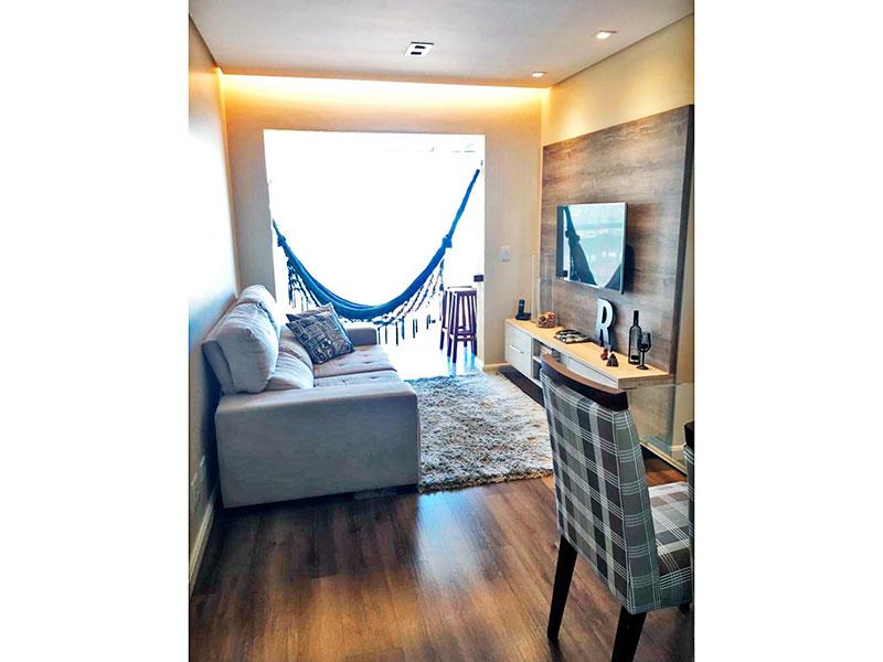 Sacomã, Apartamento Padrão - Sala com piso laminado, teto com sanca, iluminação embutida e acesso a sacada.