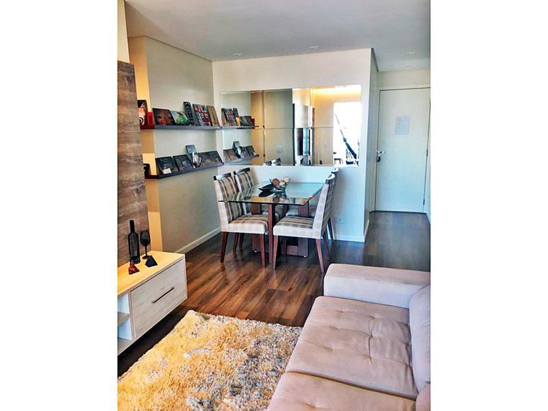Sacomã, Apartamento Padrão-Sala com piso laminado, teto com sanca, iluminação embutida e acesso a sacada.