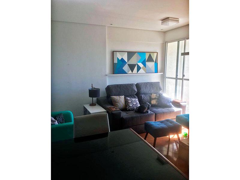 Sacomã, Apartamento Padrão - Sala com piso de carpete de madeira, teto com sanca, iluminação embutida e acesso a varanda.