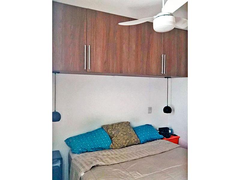 Sacomã, Apartamento Padrão-1º Quarto com piso de carpete de madeira e armários planejados.