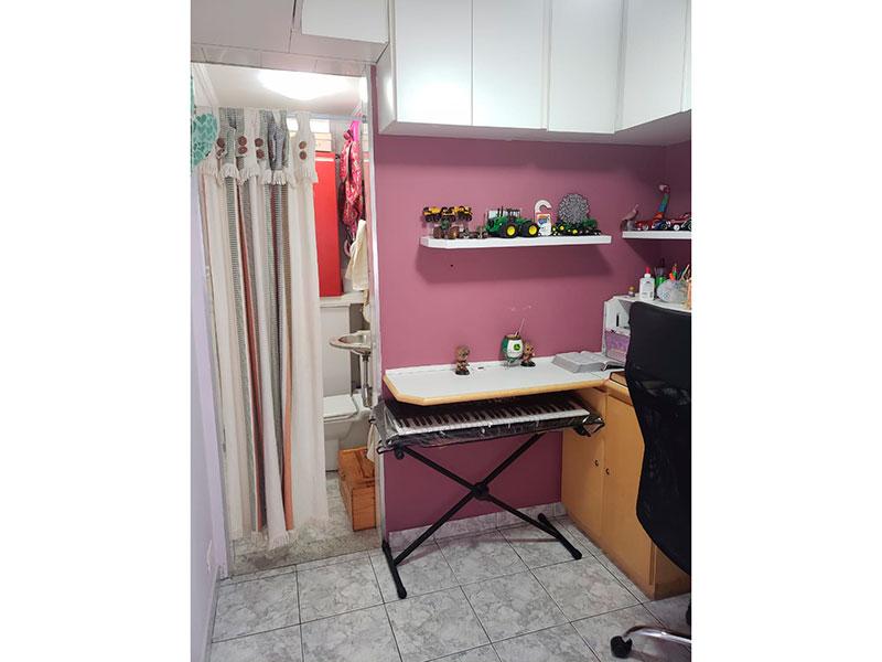 Jabaquara, Apartamento Padrão-Dependência de empregada com piso de cerâmica e armários planejados.