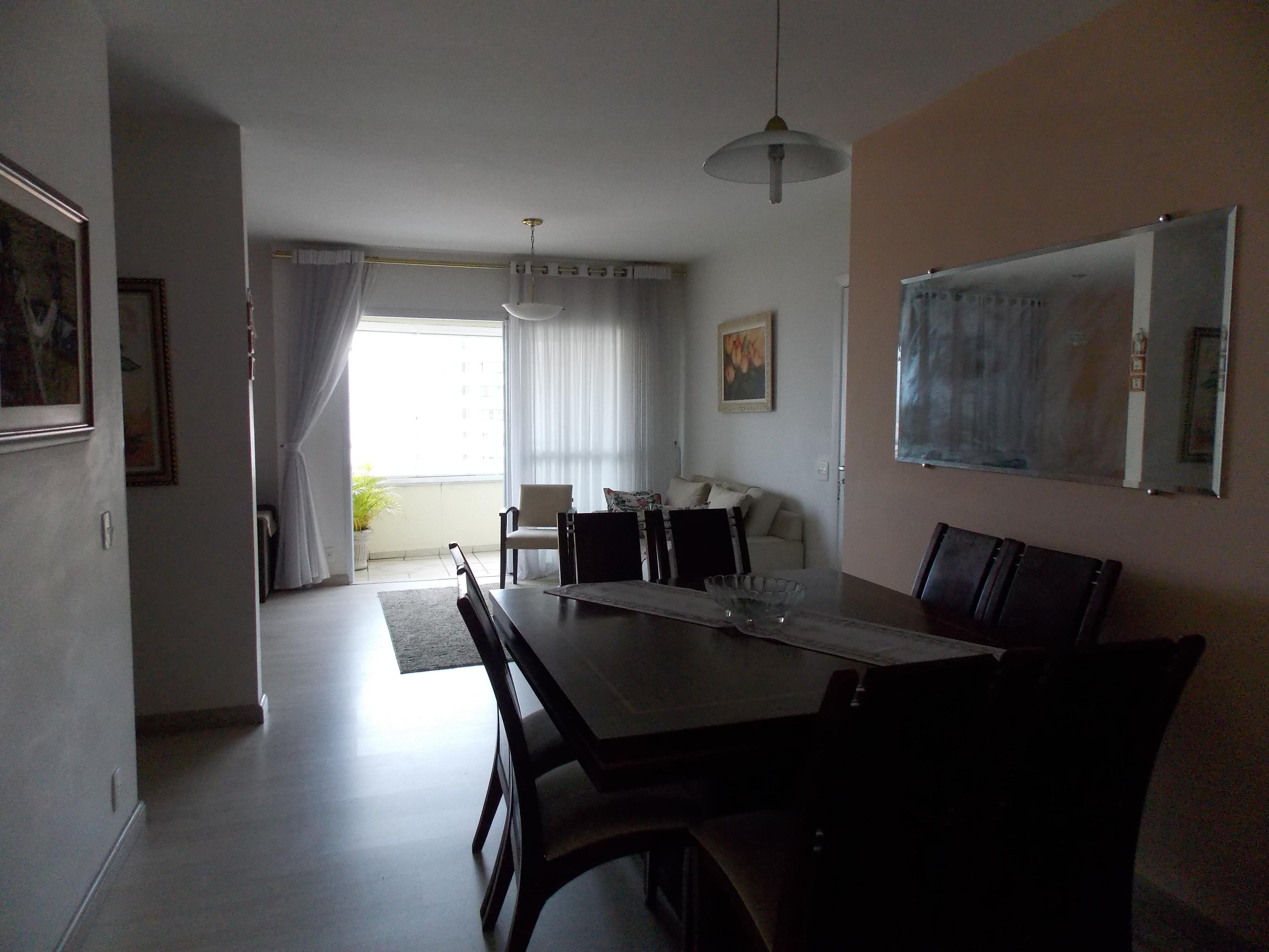 Jabaquara, Apartamento Padrão-Sala ampliada com 2 ambientes, moldura de gesso, piso de laminado com acesso para varanda.