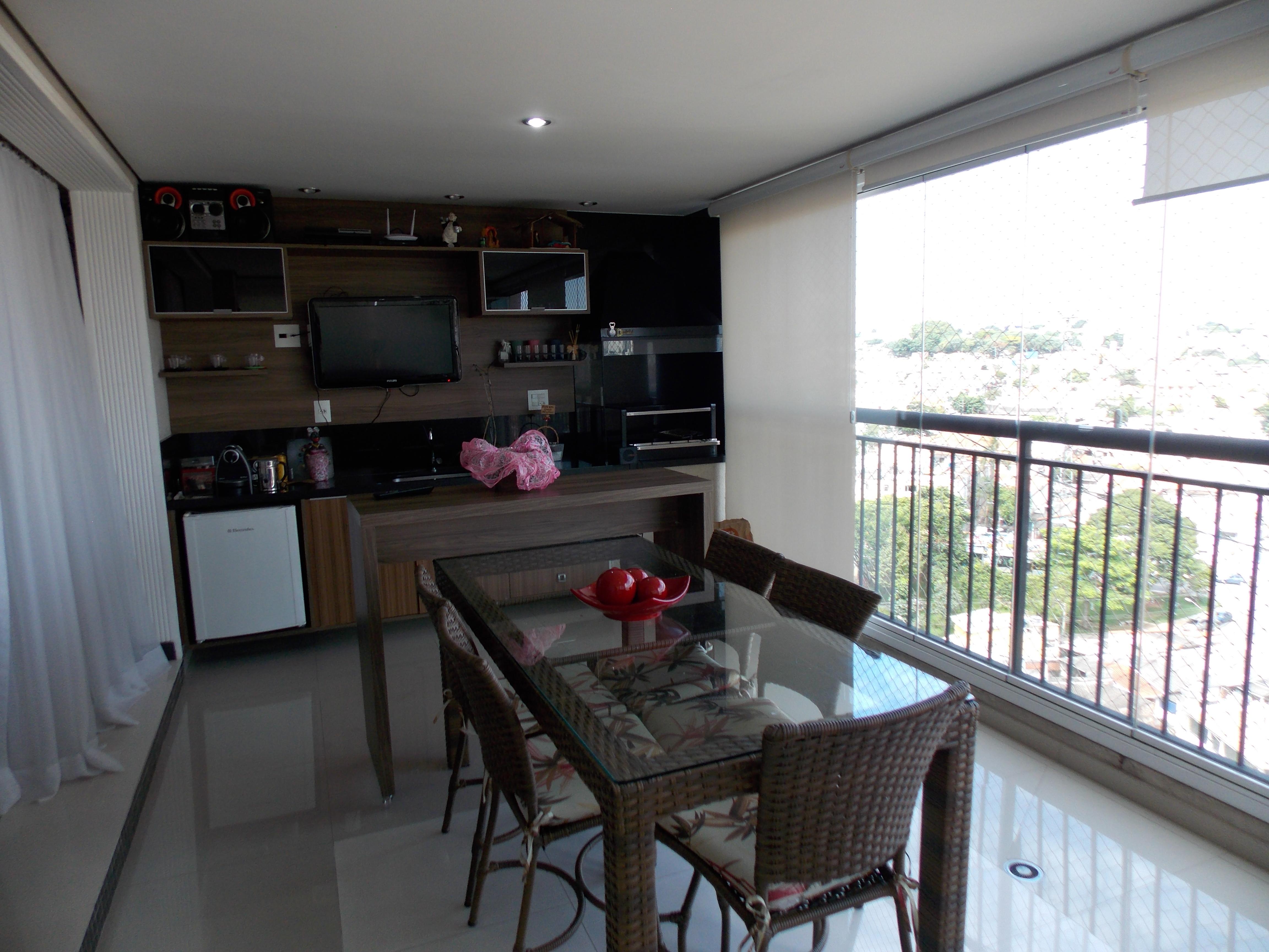 Jabaquara, Apartamento Padrão-Varanda gourmet com piso de porcelanato, envidraçada, pia de granito e gabinete de madeira