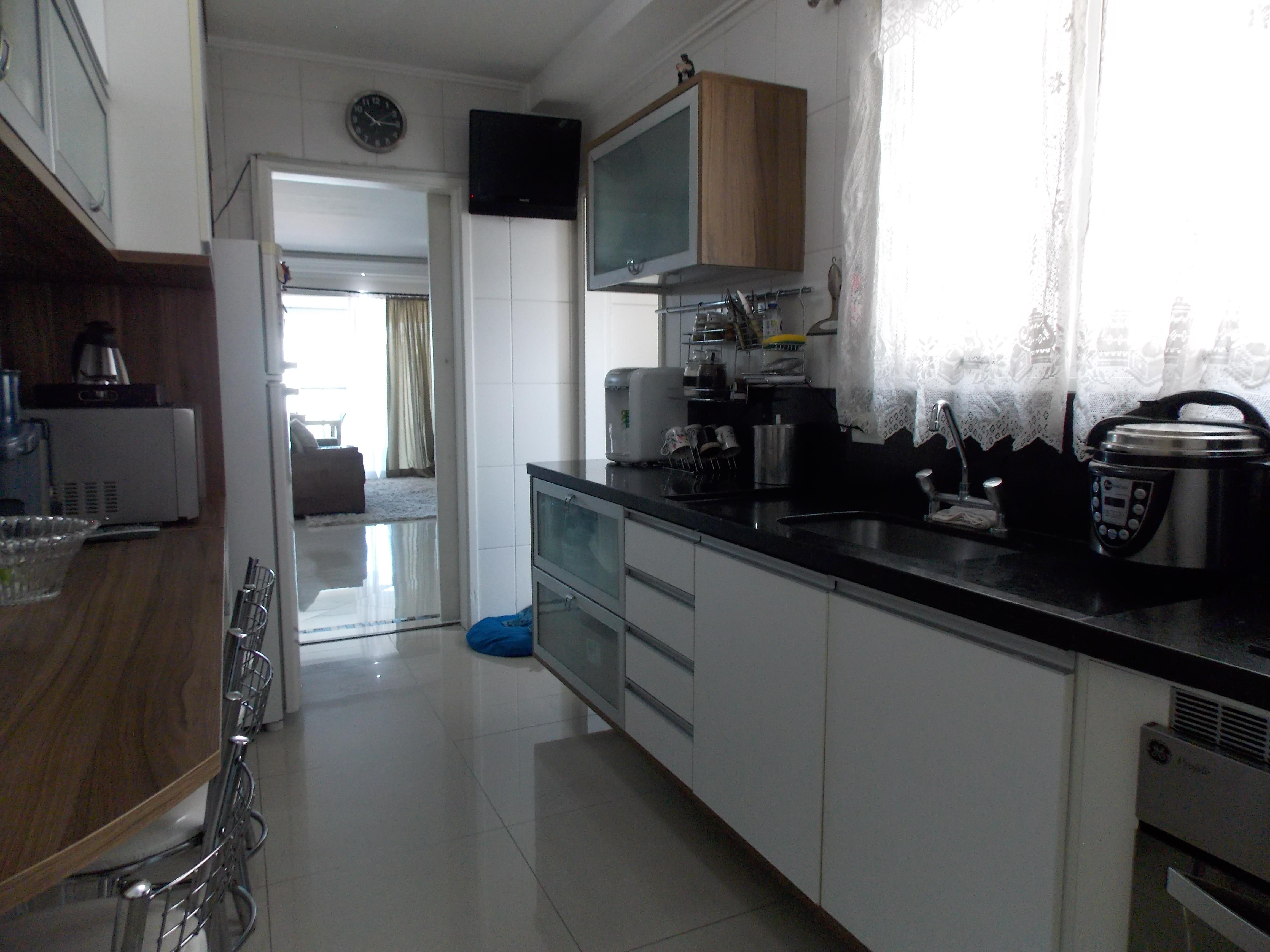 Jabaquara, Apartamento Padrão-Cozinha planejada, piso de porcelanato, janela, gabinete e entrada de serviço