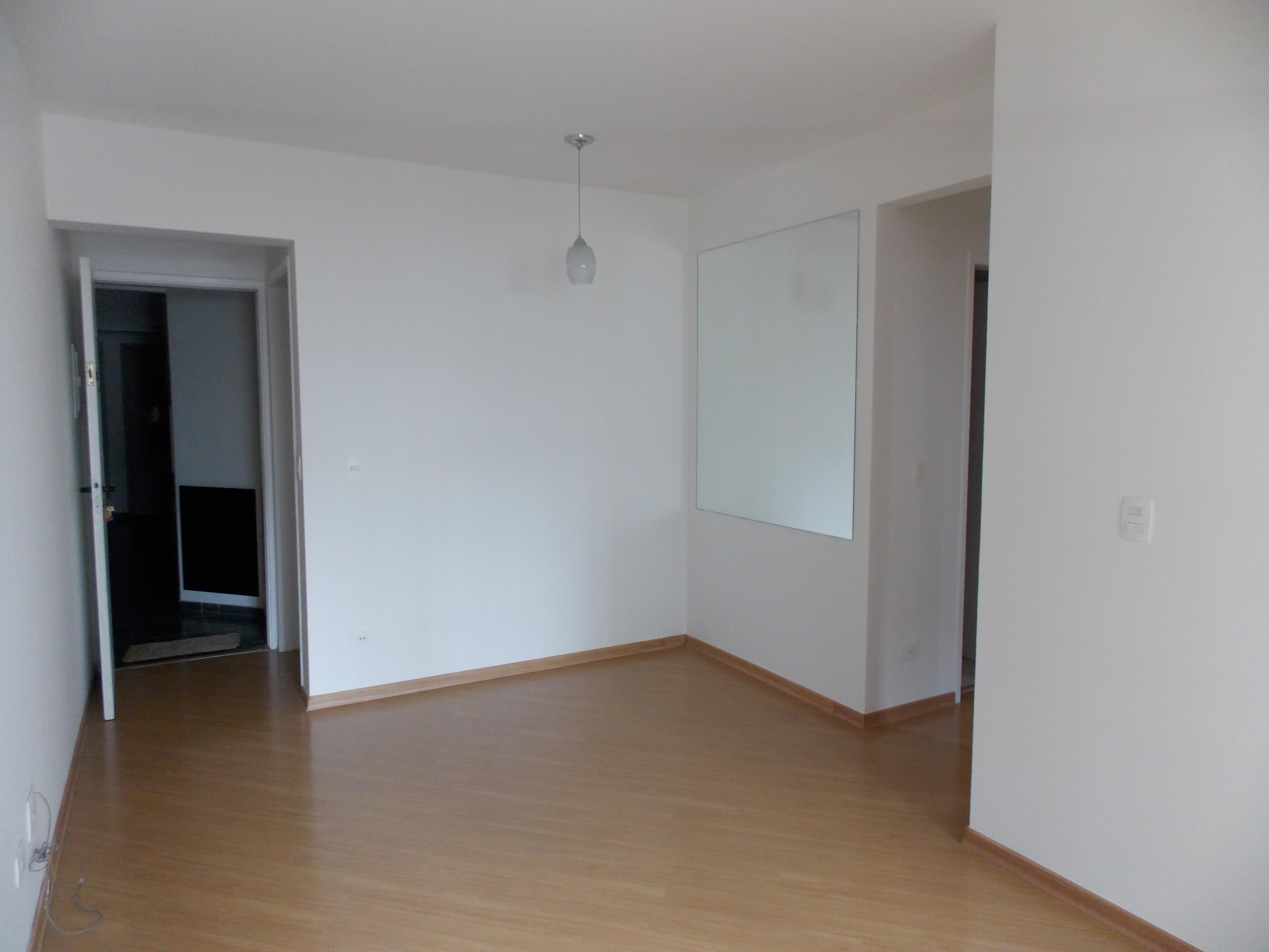 Jabaquara, Apartamento Padrão - Sala 2 ambientes com piso de laminado e acesso a sacada